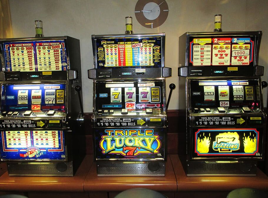 How to win in slots: Gane playing the slot machines.